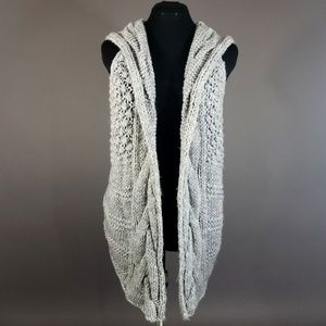 Cable-knit Hooded sweater vest